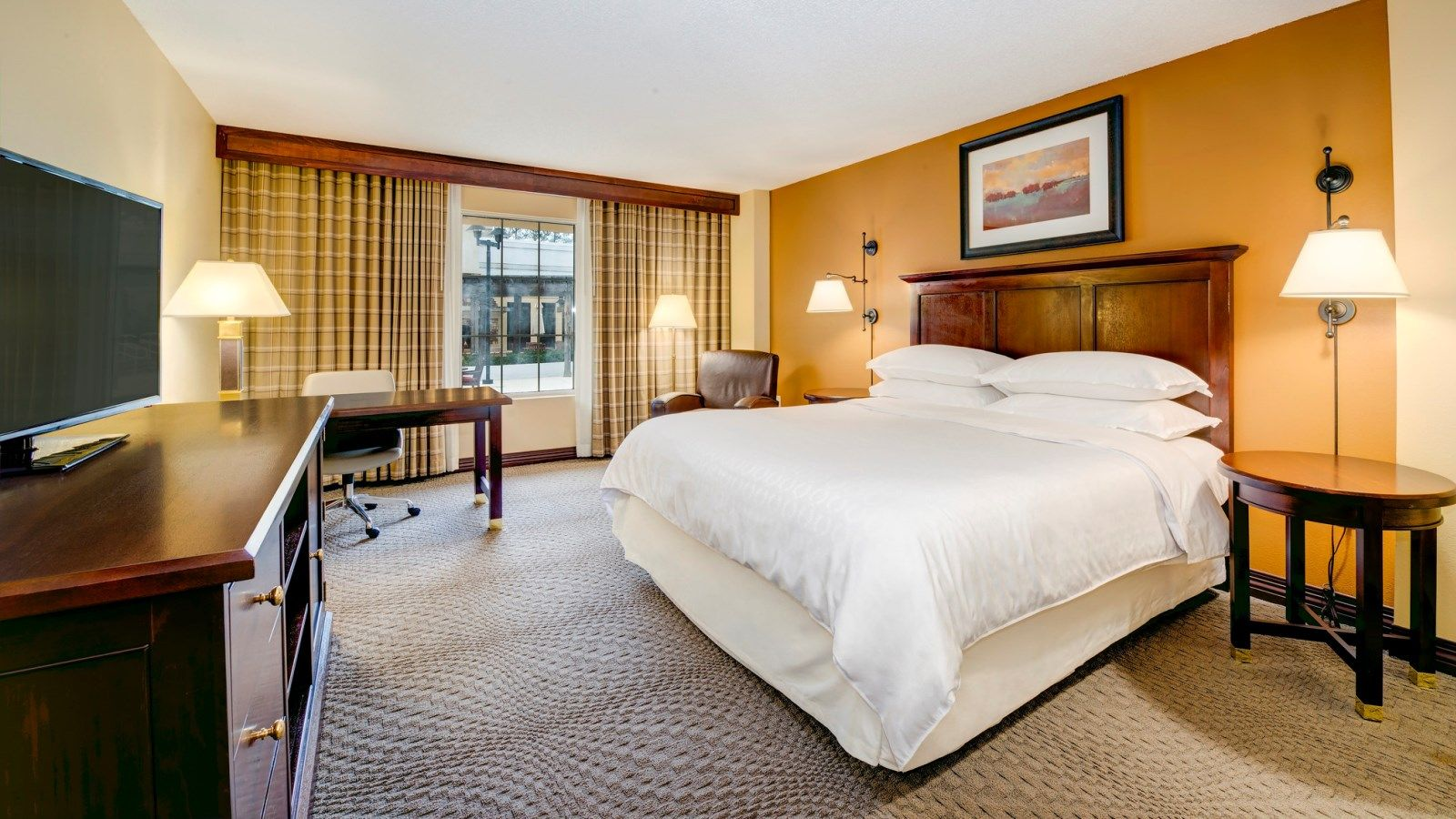 Traditional King Guest Room | Sheraton Atlanta Perimeter North