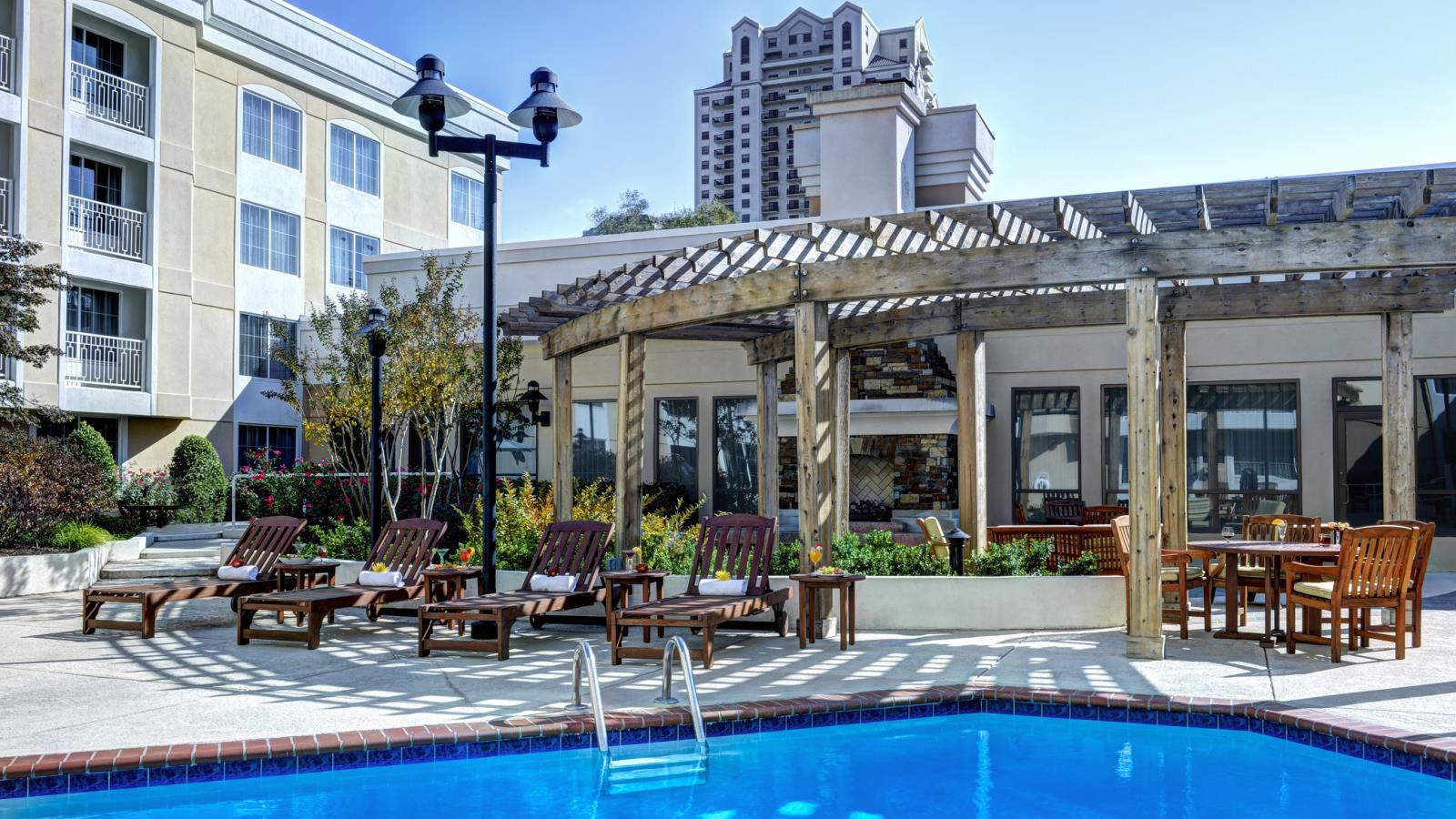 Outdoor Swimming Pool | Sheraton Atlanta Perimeter North Hotel
