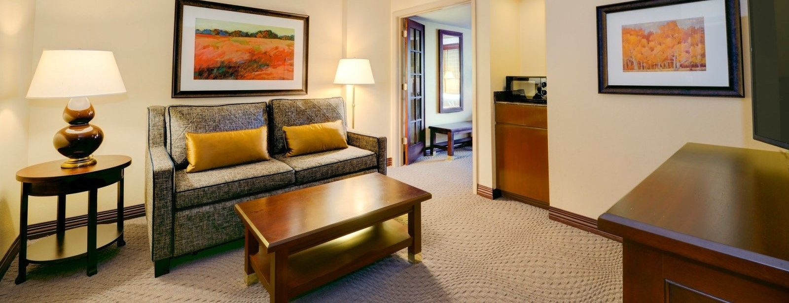 Traditional King Suite | Sheraton Atlanta Perimeter North Hotel